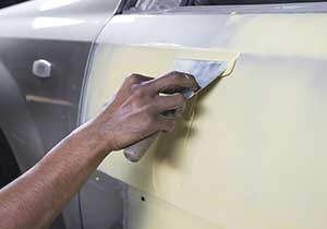 paint a car with spray can - Prime the exterior of the car