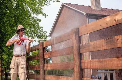 Staining-a-Fence-Using-a-Pump-Sprayer