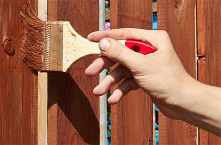 paint-a-fence-using-paint-brush